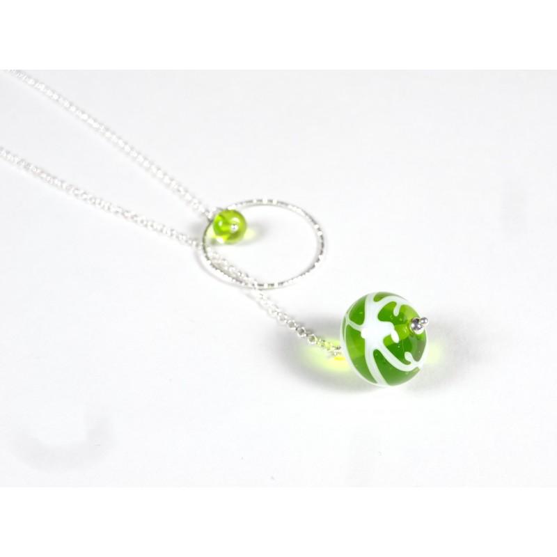 Collier O'perle, vert anis transparent fil blanc