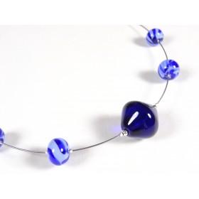 Collier apprêté, bleu cobalt et hortensia