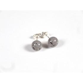 Petits clous gris et incolore