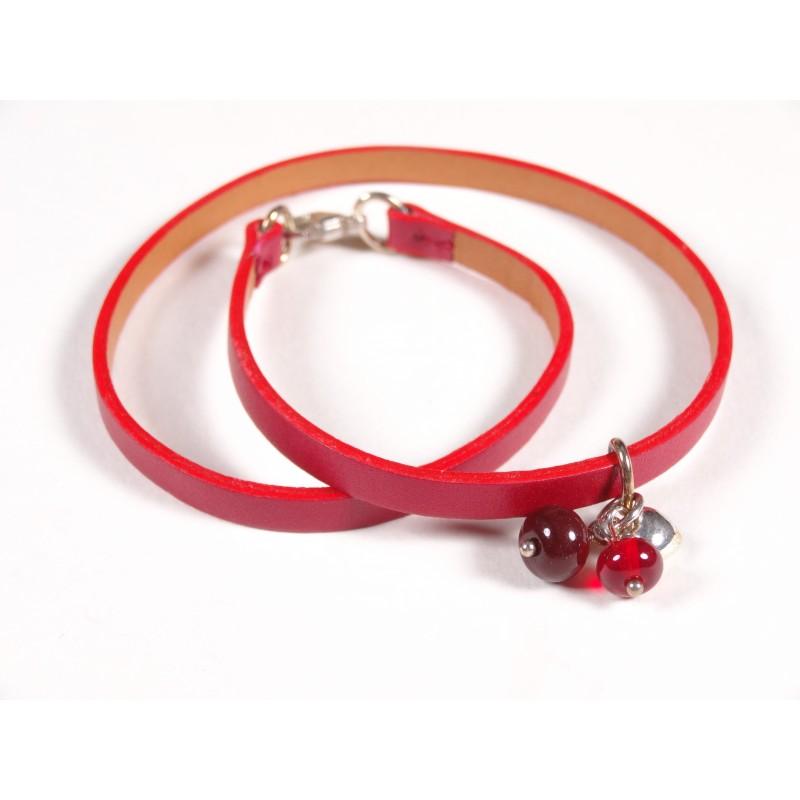 Bracelet Un-tour-puis-deux, rouge vif transparent et cerise