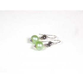 Boucles d'oreilles, vert anis nacré