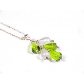 Collier Grapperon, vert anis transparent et nacré blanc