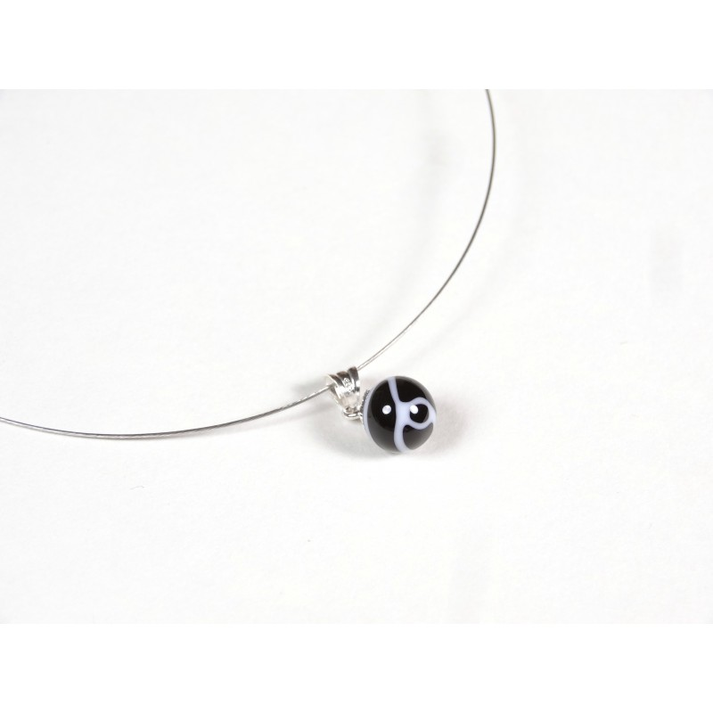 Collier Perline, noir fil blanc